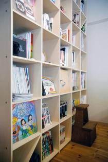 リビングの本棚