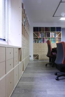 オフィスの壁面収納-1