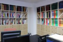オフィスの壁面収納-2