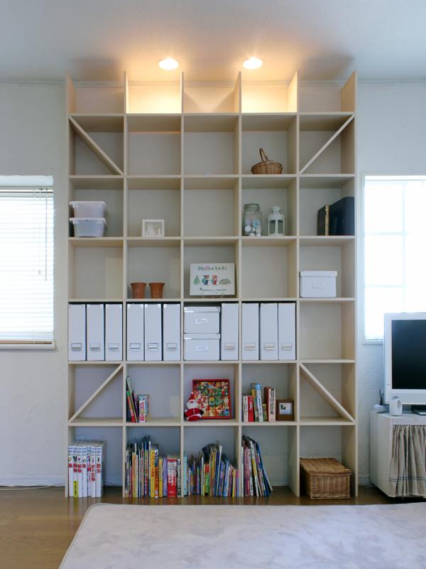 リビングの壁面に 壁一面の本棚 奥行250mm Shelf(no 09)
