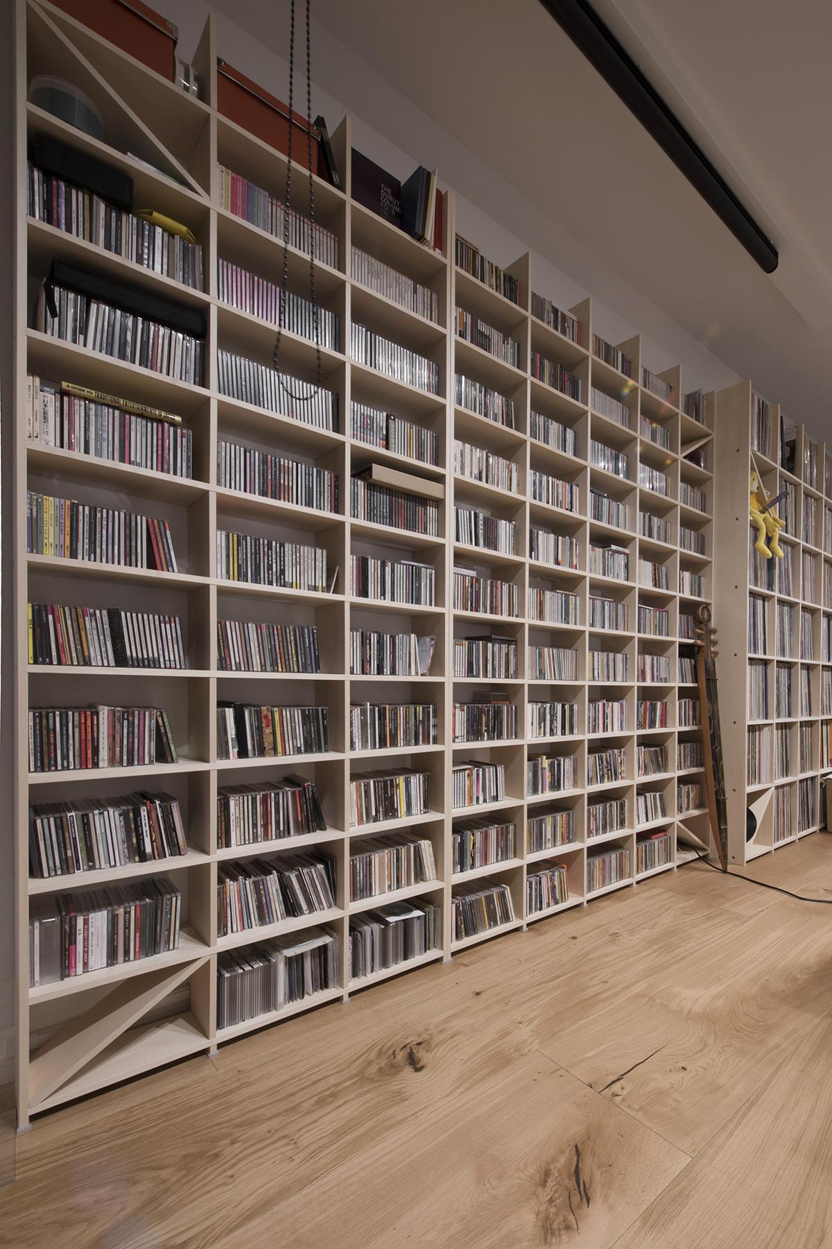 DJ・プロデューサー 井上薫さんの仕事場 その1   壁一面の本棚 奥行350mm/Shelf(No.58)