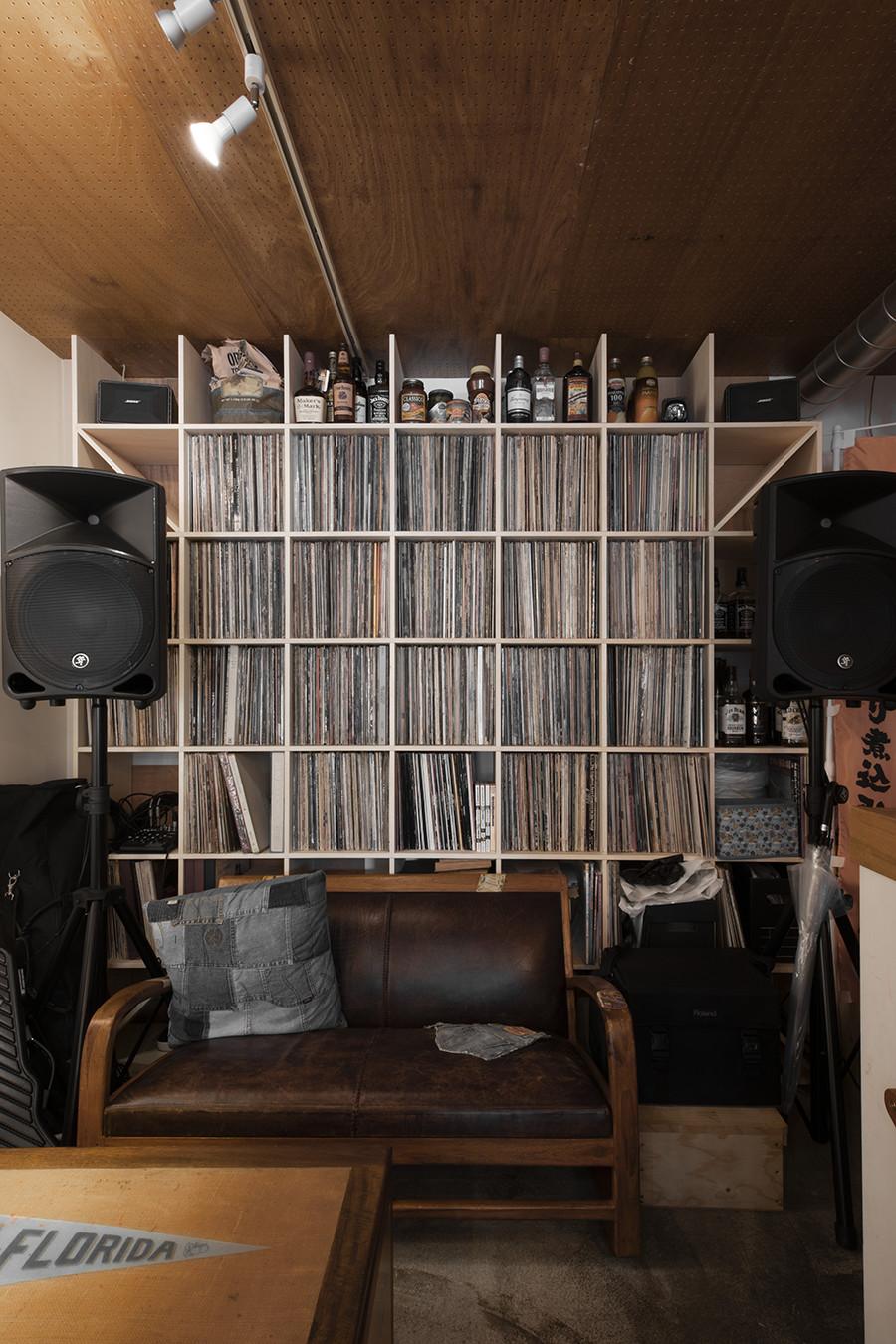 音楽茶房 Buddy Buddyさんのレコード棚   壁一面の本棚 奥行350mm/Shelf(No.61)