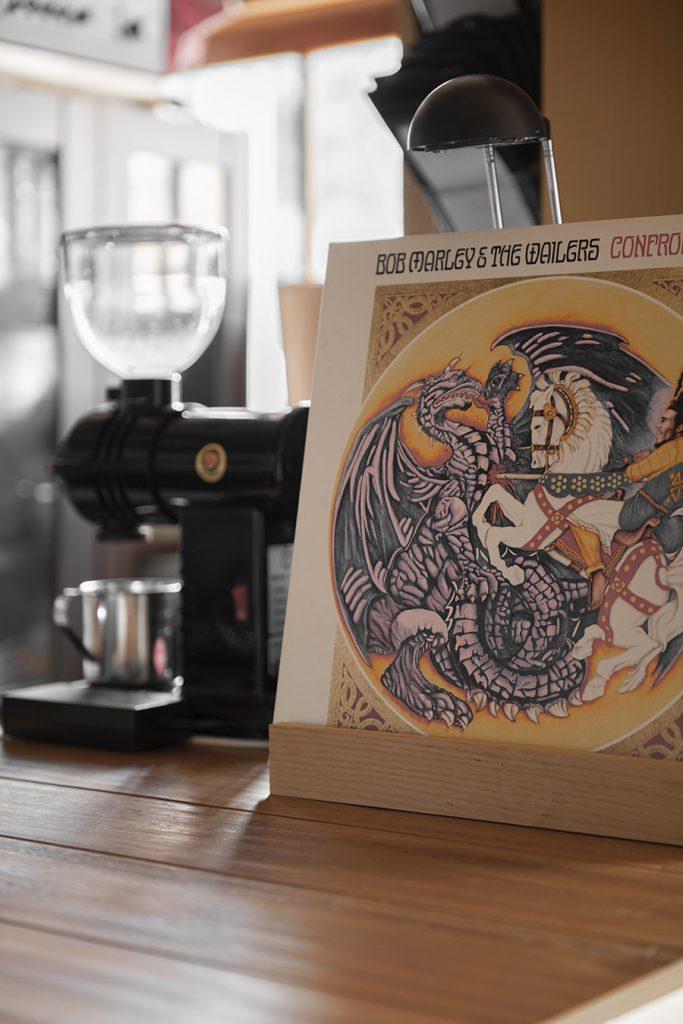 音楽茶房 Buddy Buddyさんのレコード棚 | 壁一面の本棚 奥行350mm/Shelf(No.61)