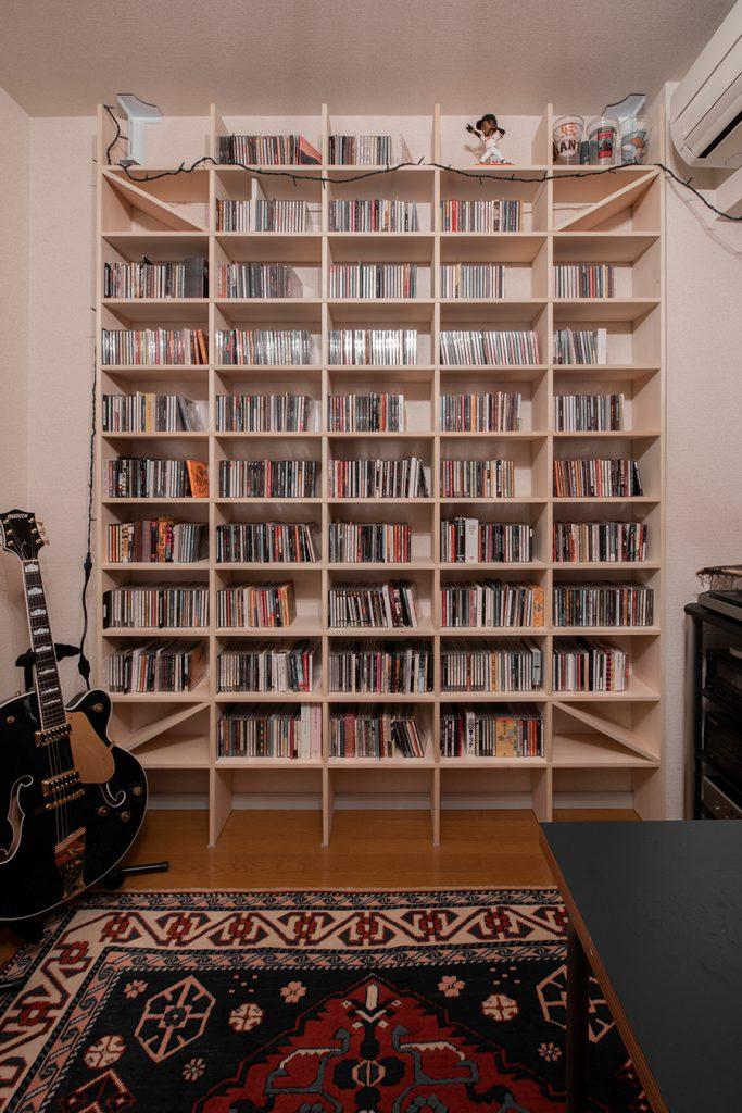 壁一面のCD収納棚