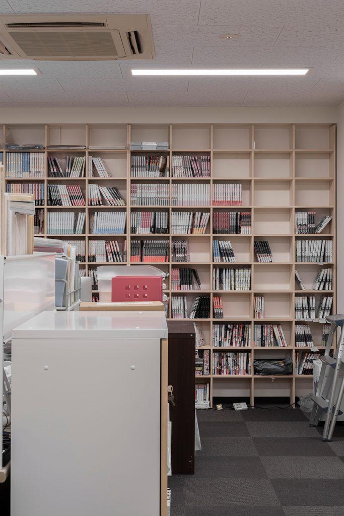 編集室の共有本棚