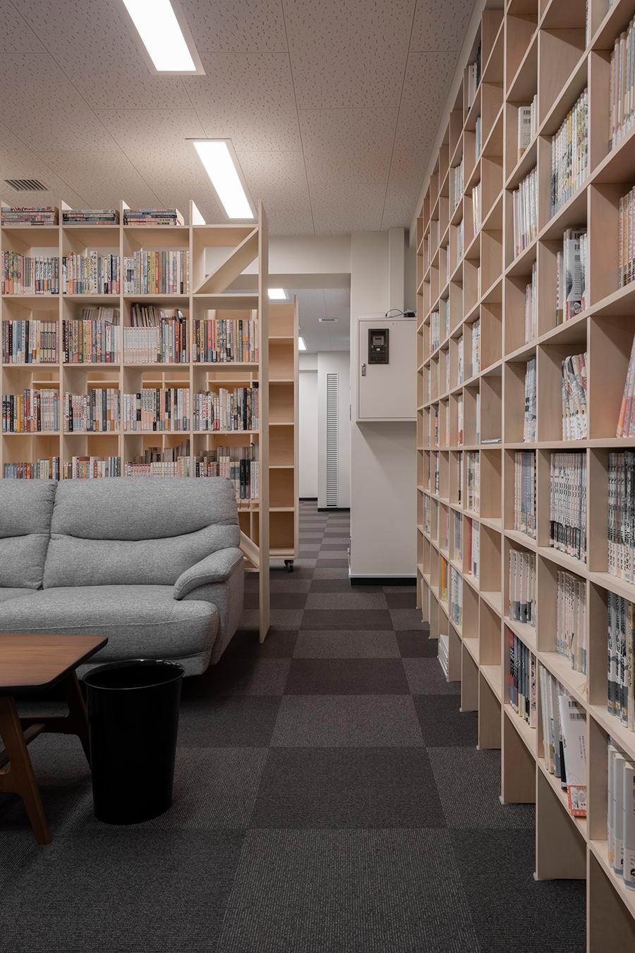 本棚に囲まれた閲覧室