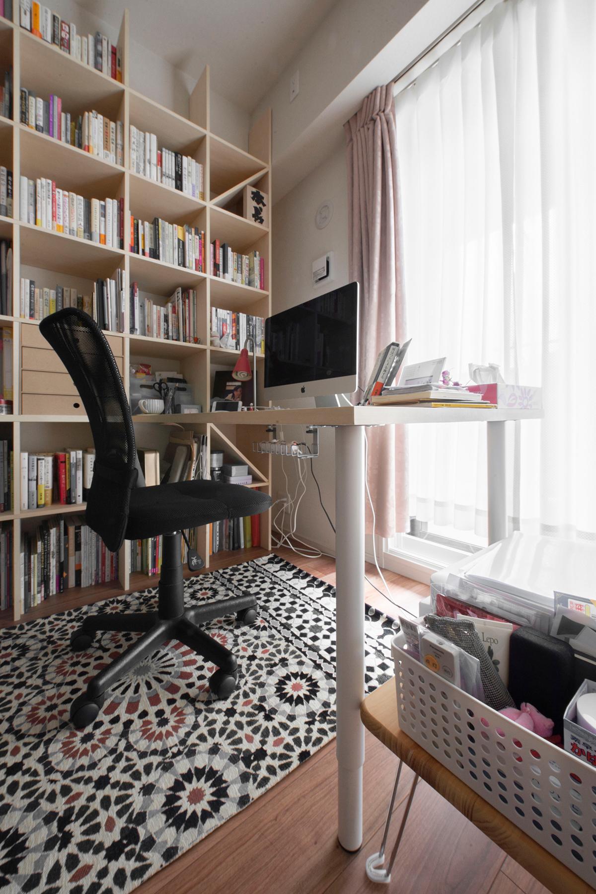 在宅の作業も可能なリビングの書斎