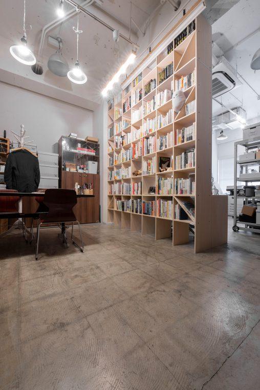 カウンター付き本棚/Shelf(No.24)本棚で仕切られたオフィス空間