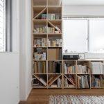 壁一面の本棚 奥行350mm ロータイプ/Shelf(No.07)窓を生かして本棚を配置