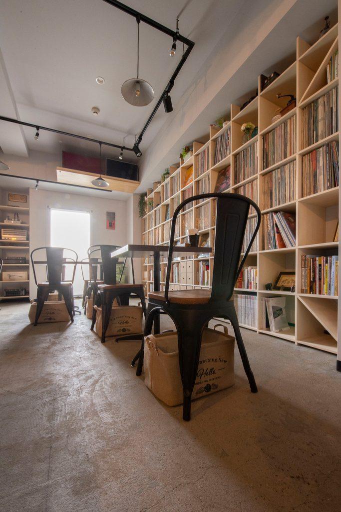 壁一面の本棚 奥行350mm/Shelf(No.86)Café Accha(カフェ・アチャ)のLPレコード棚