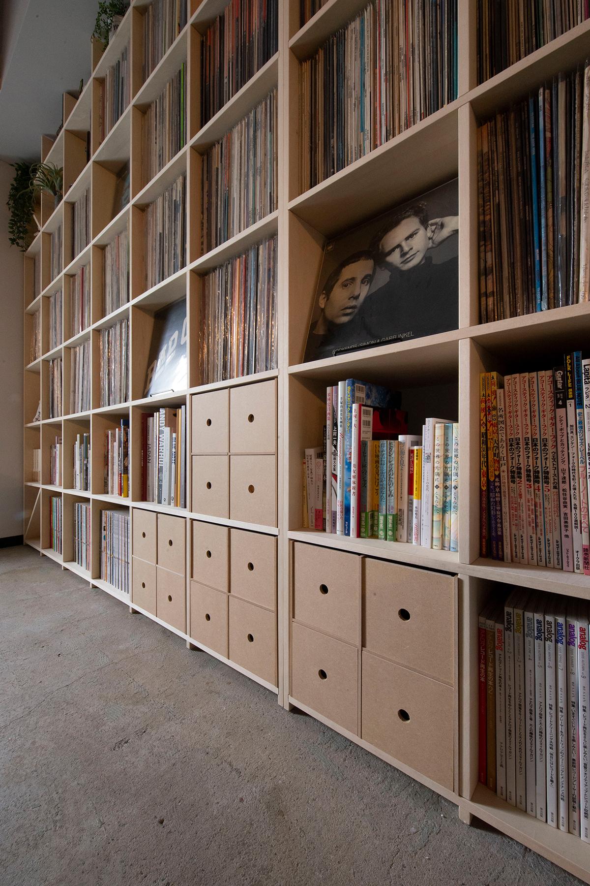 壁一面のLPレコード棚