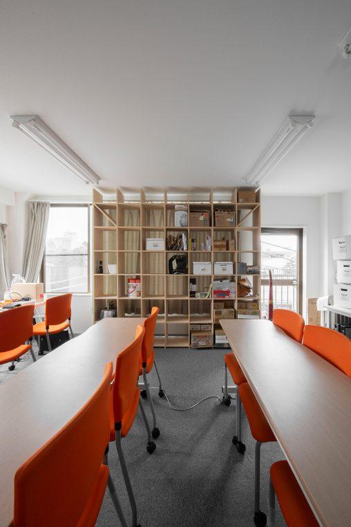 壁一面の本棚 奥行350mm/Shelf(No.87)番組制作会社の道具棚