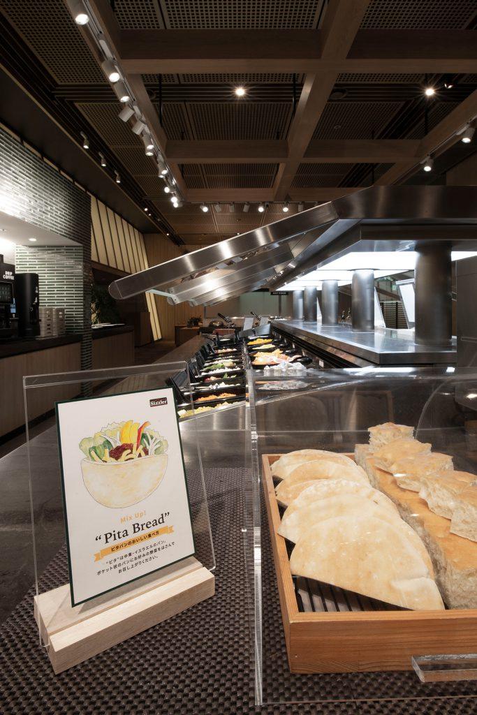 シズラー東京国際フォーラム店の食材インフォメーションボードに | 展示用書類スタンド/RW(No.03)
