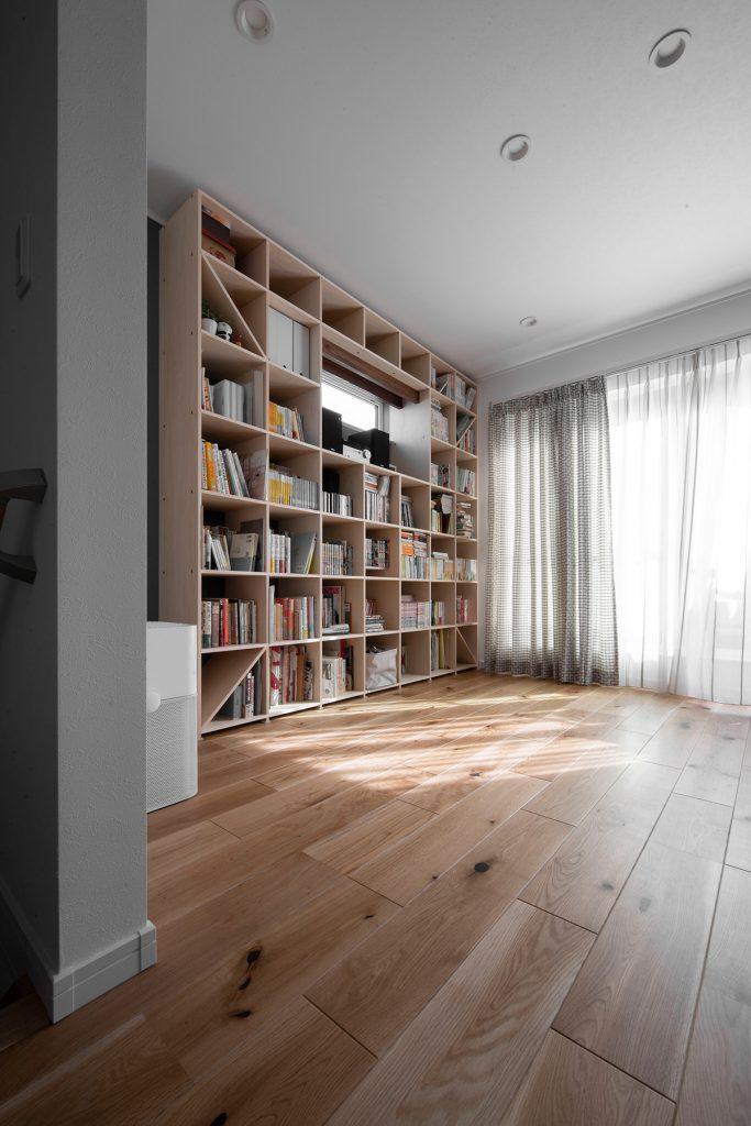開口部に合わせた空隙 | 開口部のある本棚/Shelf(No.04)