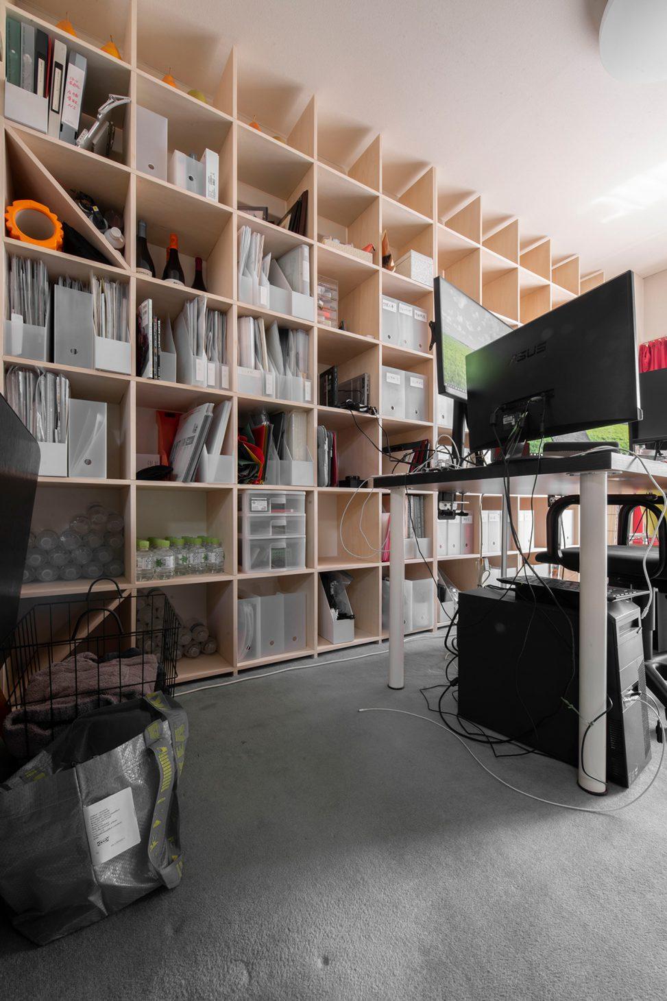 本棚に囲まれた作業空間 | 壁一面の本棚 奥行350mm/Shelf(No.90)