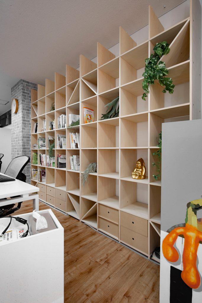 作業スペースの一角に | 壁一面の本棚 奥行350mm/Shelf(No.91)