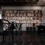 グラフィックデザインの事務所に | 壁一面の本棚 奥行250mm/Shelf(No.63)