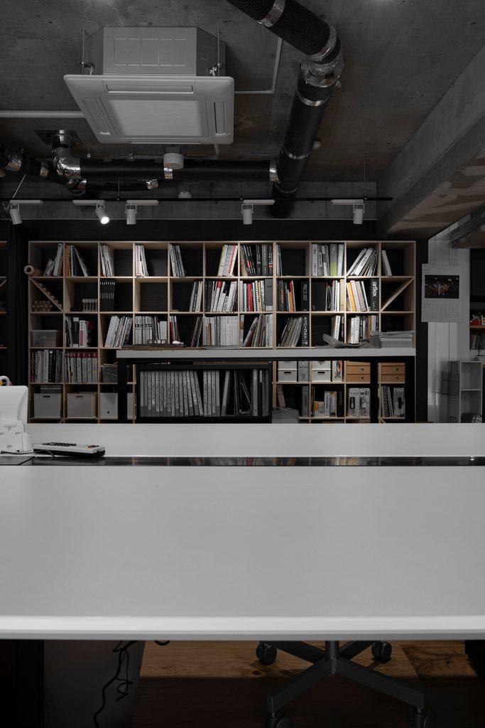 打放しのワイルドな空間に | 壁一面の本棚 奥行350mm/Shelf(No.92)