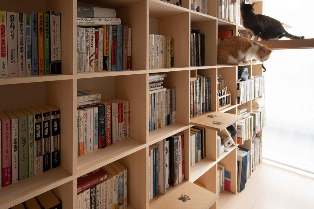 スタンディングデスク | メンタリストDaiGoさんのyoutube 本棚
