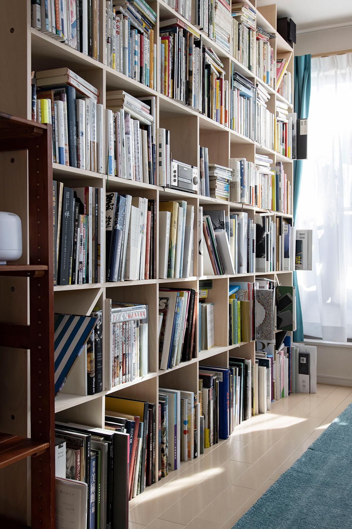 ワークデスクがある書斎の様子