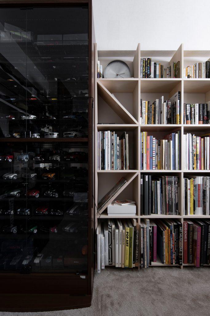 在宅の書斎、本棚、ワークデスク