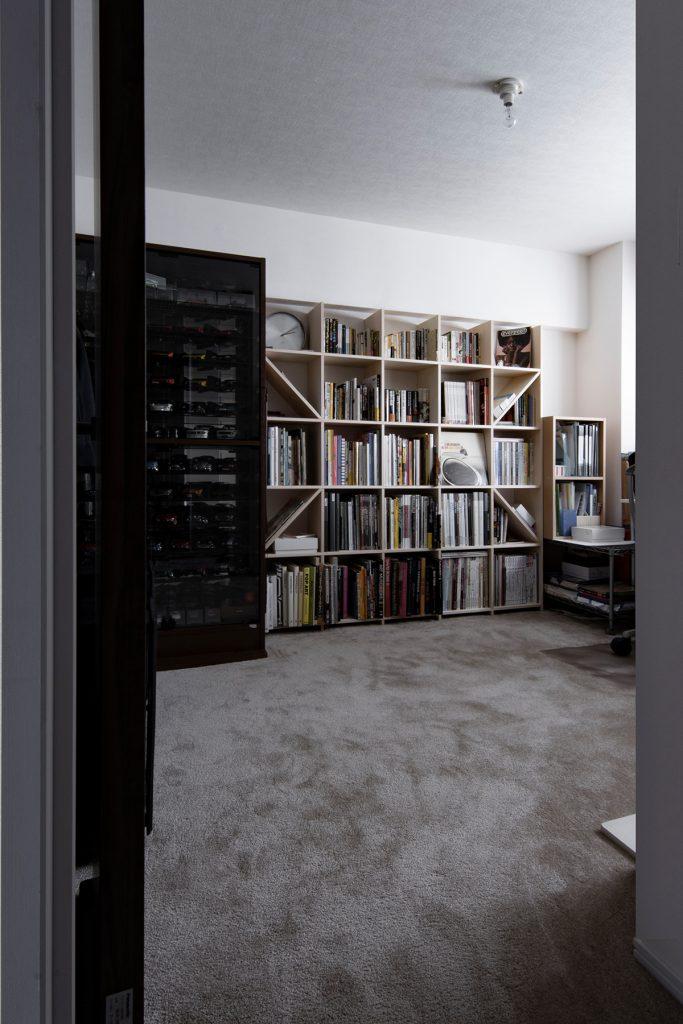 自宅の書斎の本棚