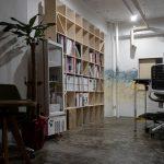 新しい内装施工会社の一室に | 壁一面の本棚 奥行250mm / Shelf (No.68)