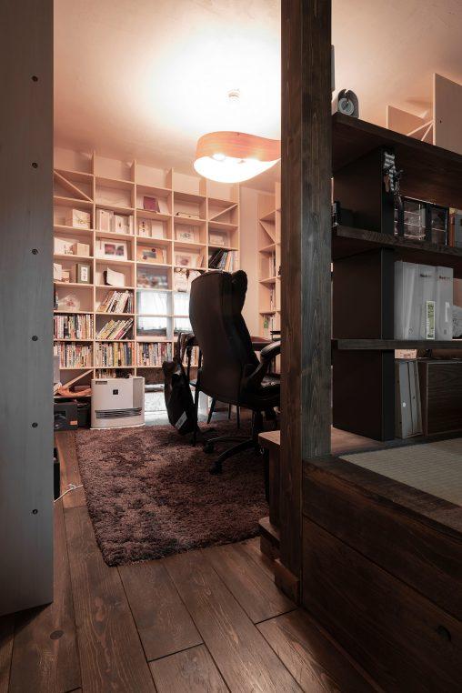 本棚にあわせて設計されたご夫婦の書斎 | 開口部のある本棚 / Shelf (No.07)