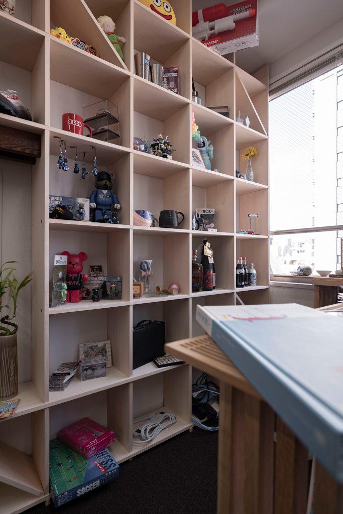 キャラクターグッズのディスプレイ   壁一面の本棚 奥行350mm / Shelf (No.96)