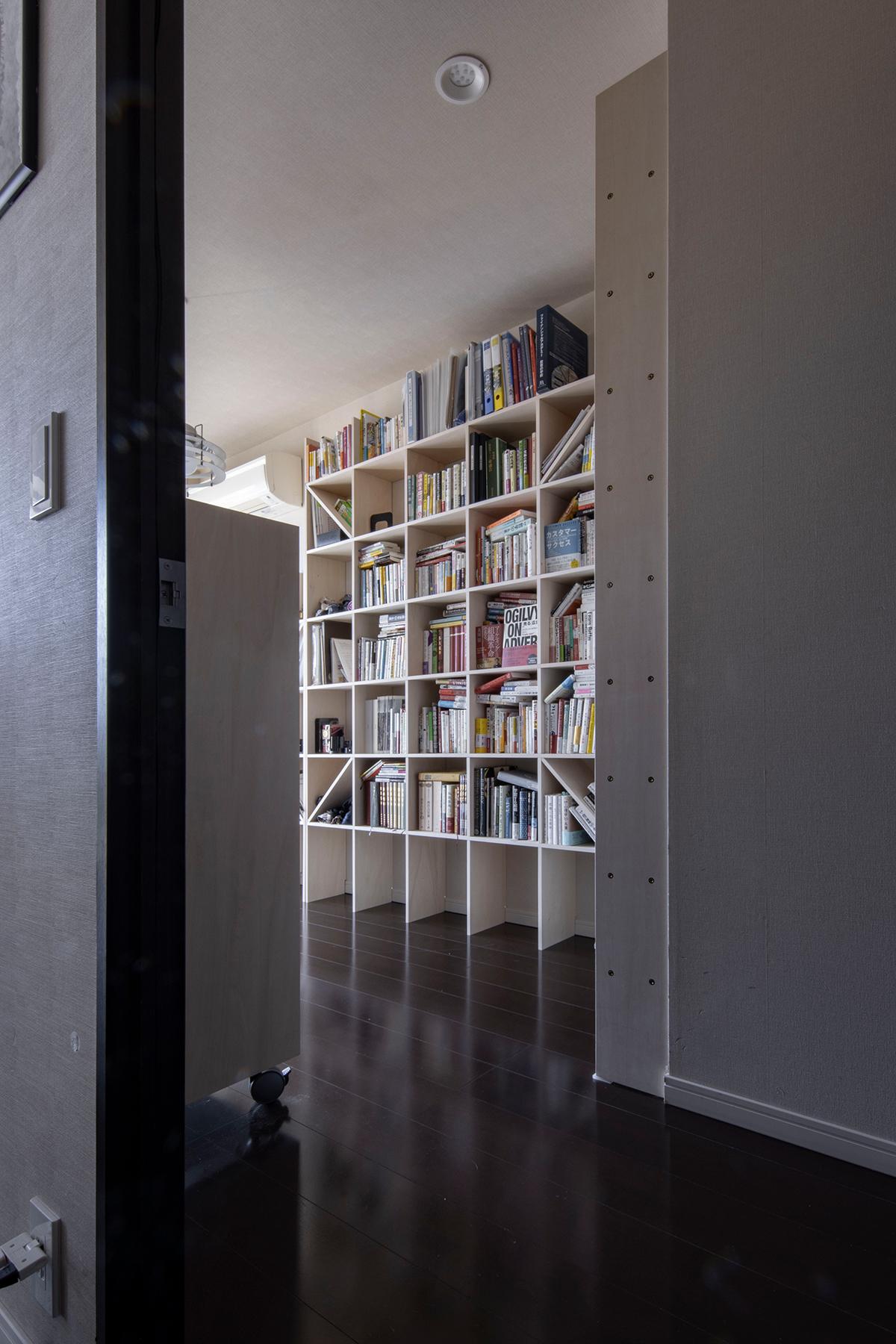 ゲートブリッジを見下ろす部屋に | 壁一面の本棚 奥行250mm / Shelf (No.69)
