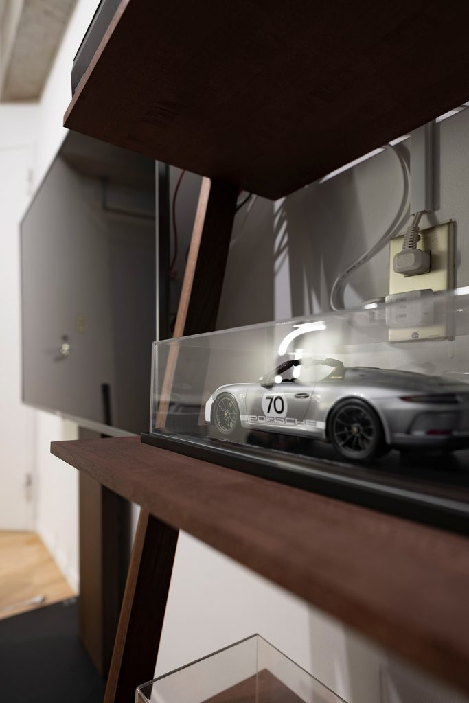クリエイティブ×テクノロジーの新しいオフィスに | 壁一面の本棚 奥行250mm / Shelf (No.70) | マルゲリータ使用例