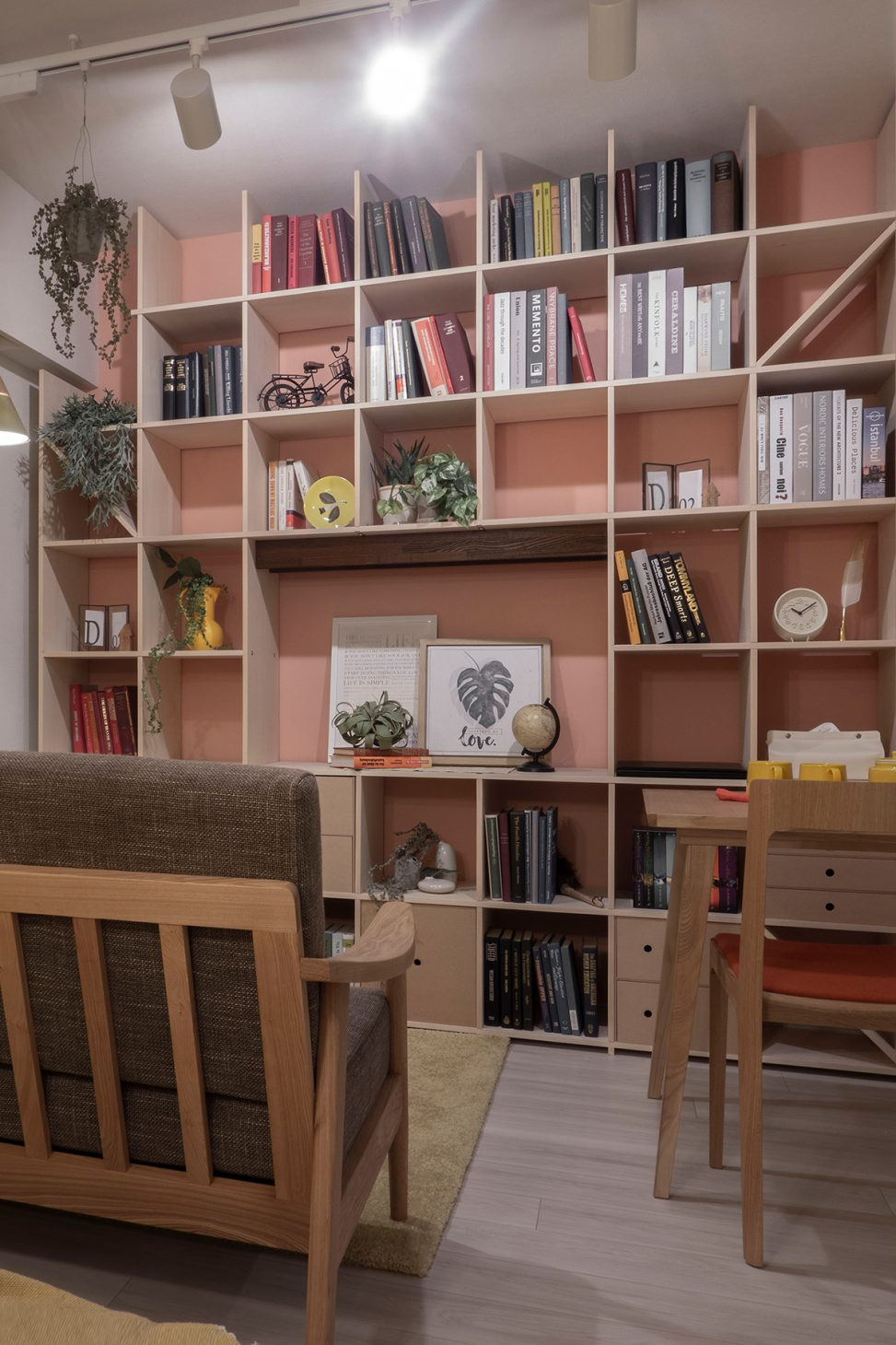 戸建て住宅のモデルルームに | 開口部のある本棚 / Shelf (No.08) | マルゲリータ使用例