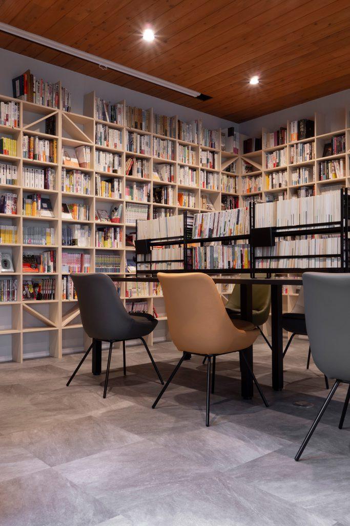 Jaja'sプロジェクト「私設図書館」- その1   壁一面のA5判本棚 奥行180mm / Shelf (No.09)   マルゲリータ使用例