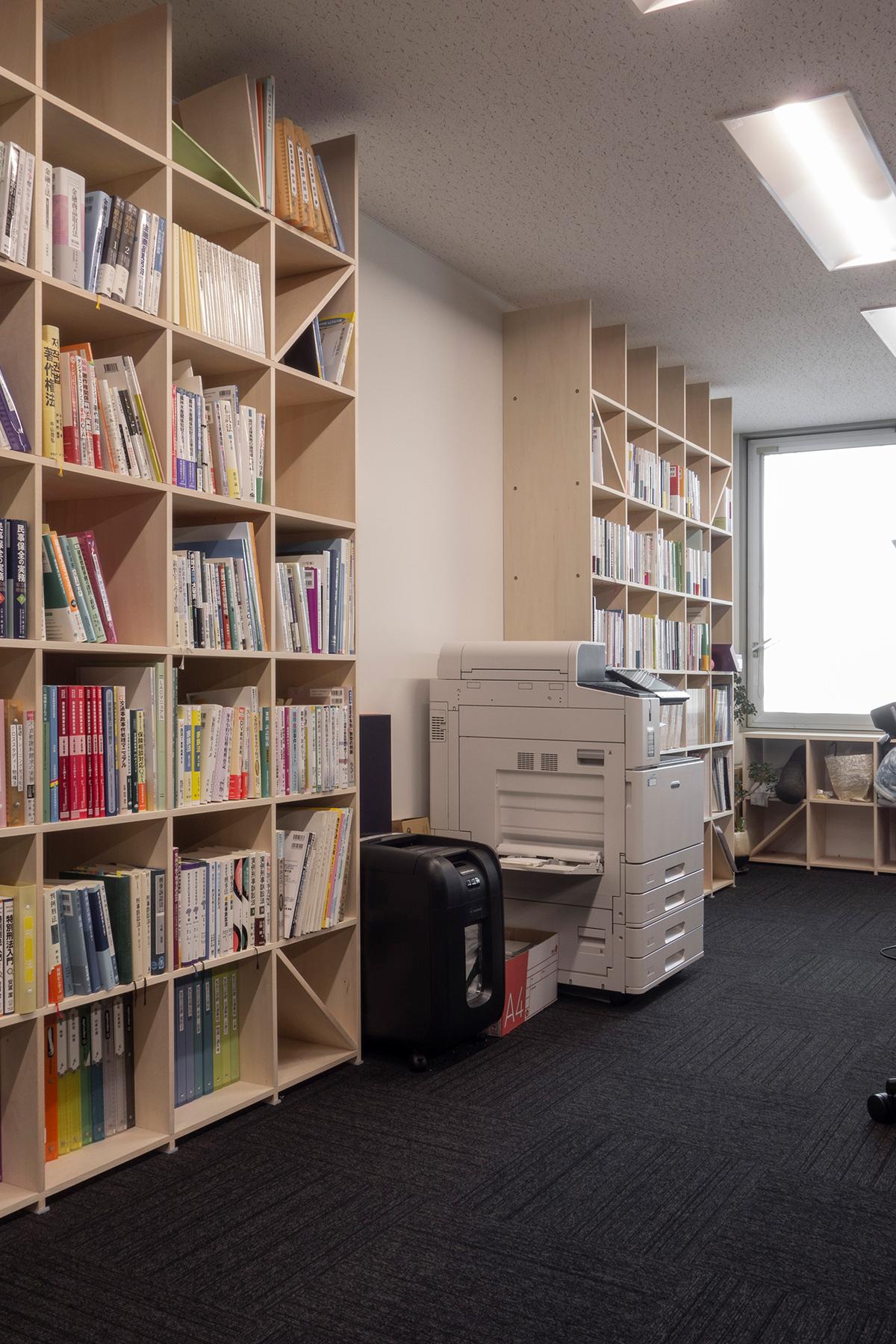 法律事務所の執務室・相談室に - その1 | 壁一面の本棚 奥行350mm / Shelf (No.102) | マルゲリータ使用例