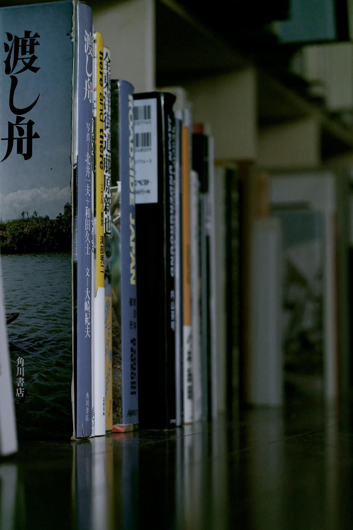 漆と金継ぎと「共直し」を主軸とした修復専門家のアトリエに   開口部のある本棚 / Shelf (No.09)   マルゲリータ使用例