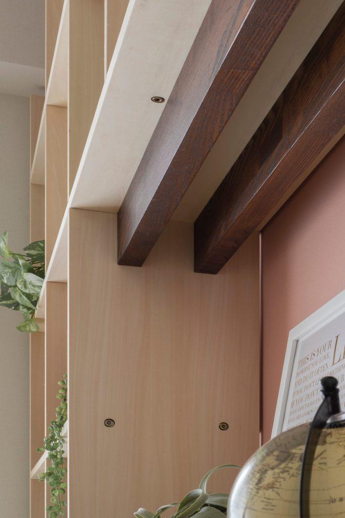 背板の一部を鏡に | 開口部のある本棚 / Shelf (No.10) | マルゲリータ使用例