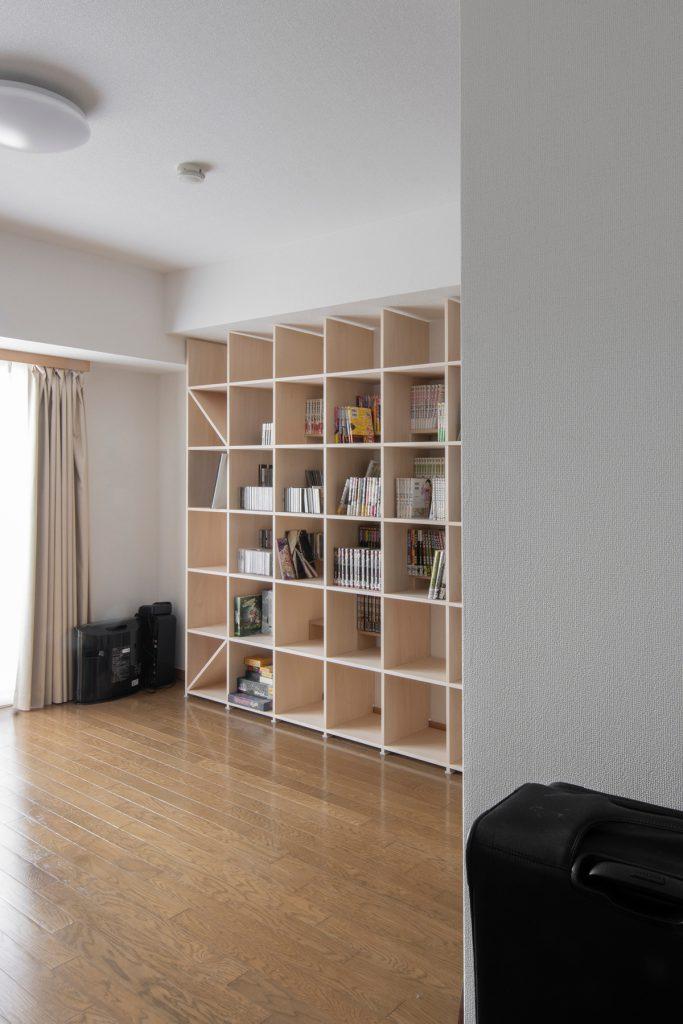 梁下にすっきり納める | 壁一面の本棚 奥行350mm / Shelf (No.104) | マルゲリータ使用例