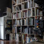 フィルム写真を現像する暗室に | 壁一面の本棚 奥行250mm / Shelf (No.73) | マルゲリータ使用例