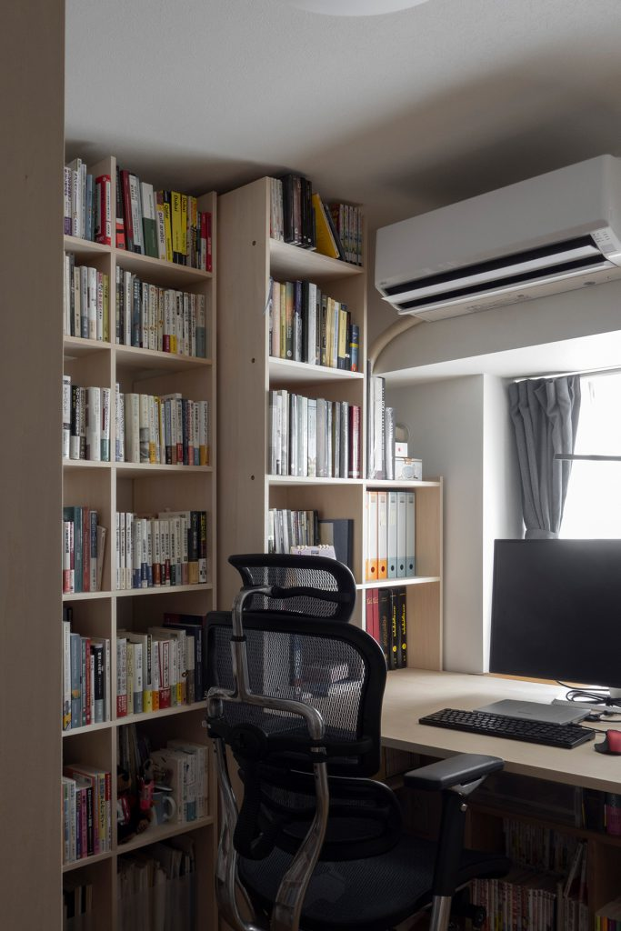 壁3面が本棚の書斎 | デスク付き本棚 / Shelf (No.10) | マルゲリータ使用例