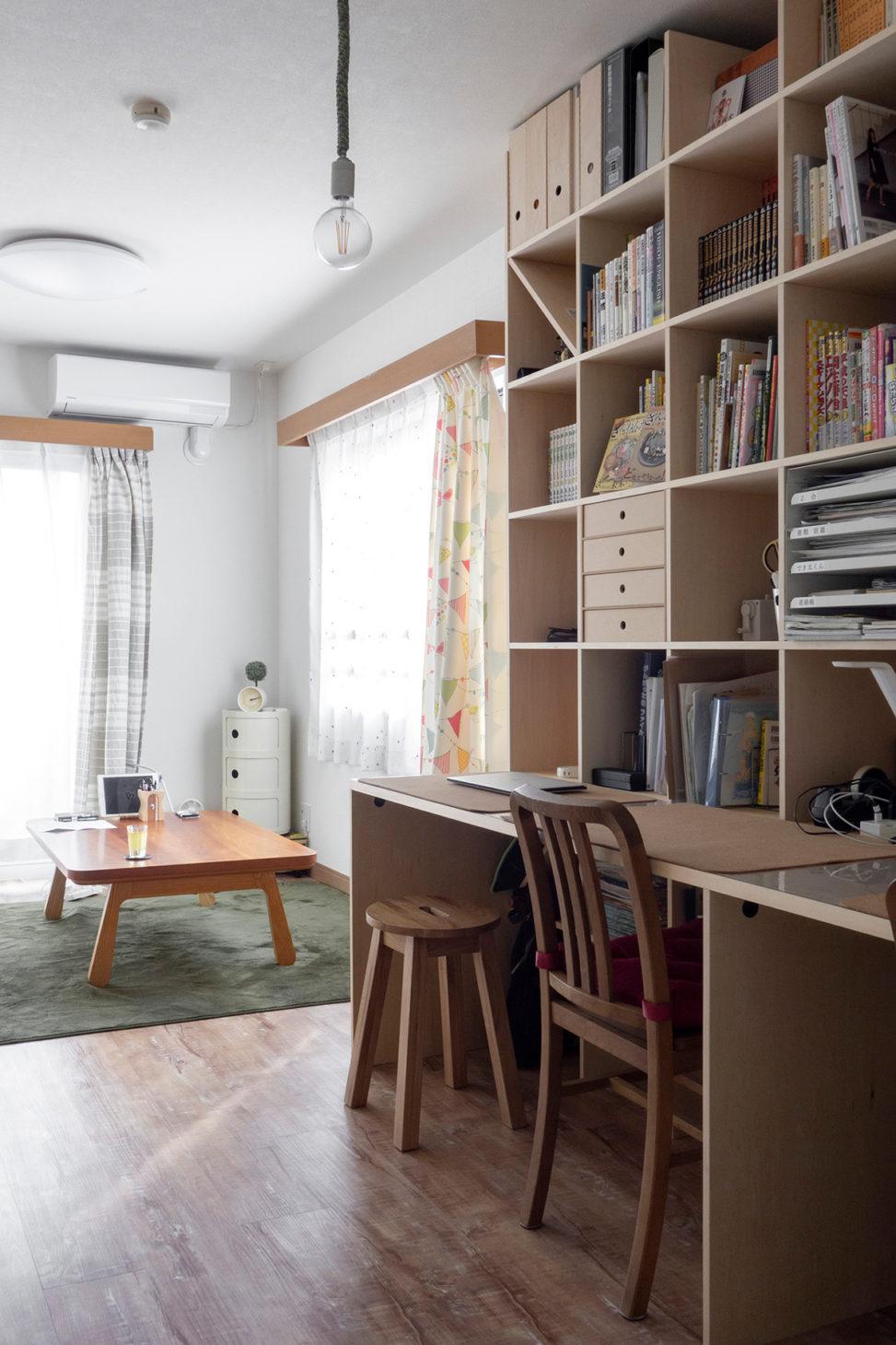 リビングに設置して家族で使う   カウンター付き本棚 / Shelf (No.35)   マルゲリータ使用例