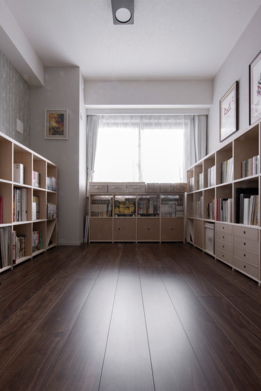 ロータイプで壁3面を囲む | 壁一面の本棚 奥行350mm ロータイプ / Shelf (No.12) | マルゲリータ使用例