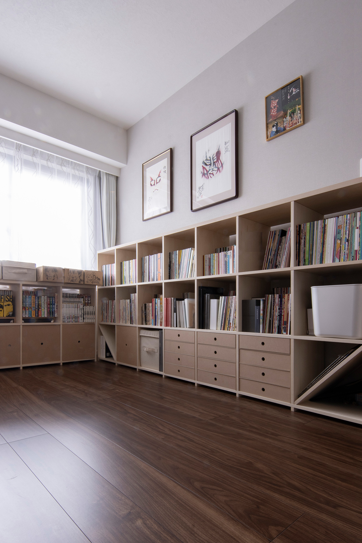 ロータイプで壁3面を囲む   壁一面の本棚 奥行350mm ロータイプ / Shelf (No.12)   マルゲリータ使用例