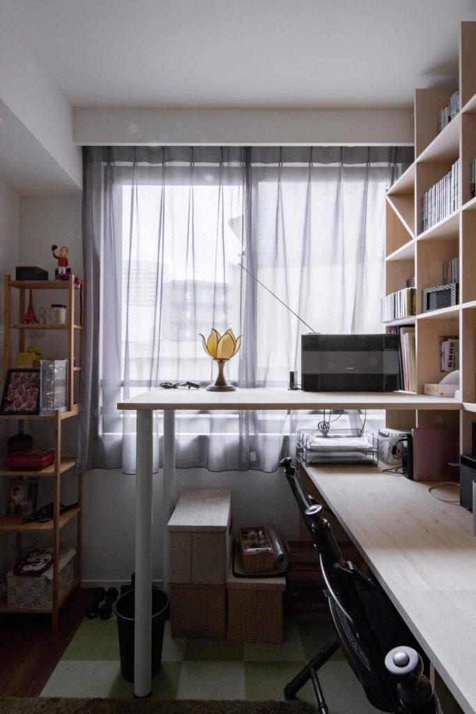 スタンディングデスク+カウンター付き本棚   スタンディングデスク付き本棚 / Shelf (No.03)   マルゲリータ使用例