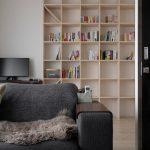 リビングの一角に | 壁一面の本棚 奥行250mm / Shelf (No.75) | マルゲリータ使用例