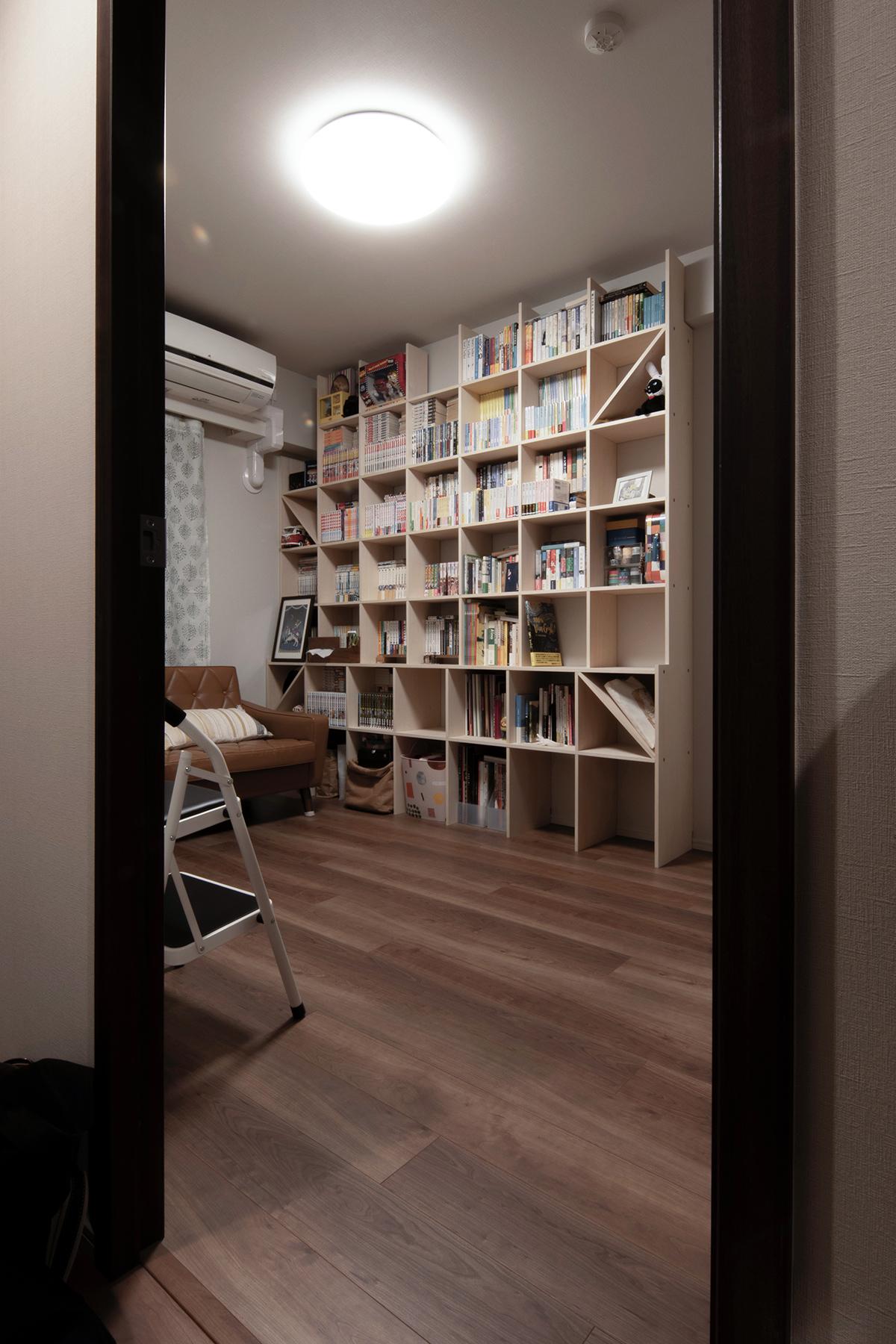 二つの奥行の本棚を組み合わせる   壁一面の本棚 奥行250mm / Shelf (No.77)   マルゲリータ使用例