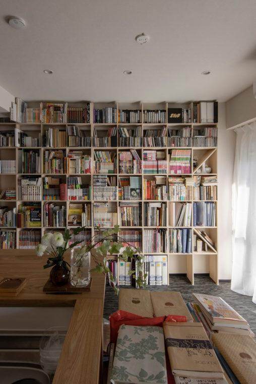本棚に合わせて生活空間をリフォーム | 壁一面の本棚 奥行250mm / Shelf (No.78) | マルゲリータ使用例