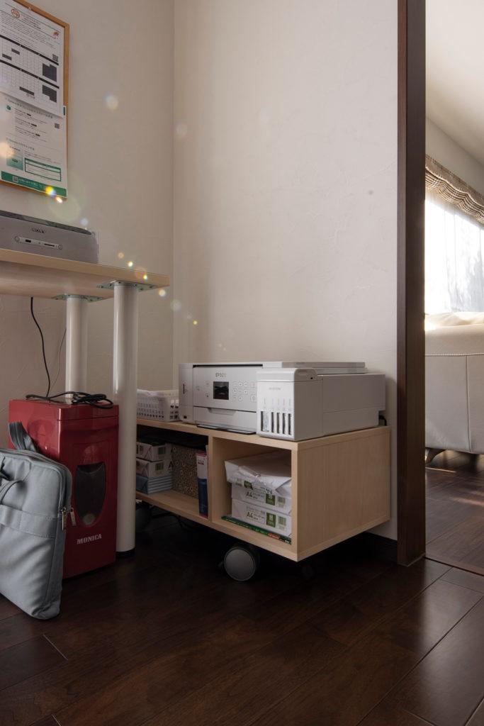 L字型にカウンターを連続させる   カウンター付き本棚 / Shelf (No.37)   マルゲリータ使用例