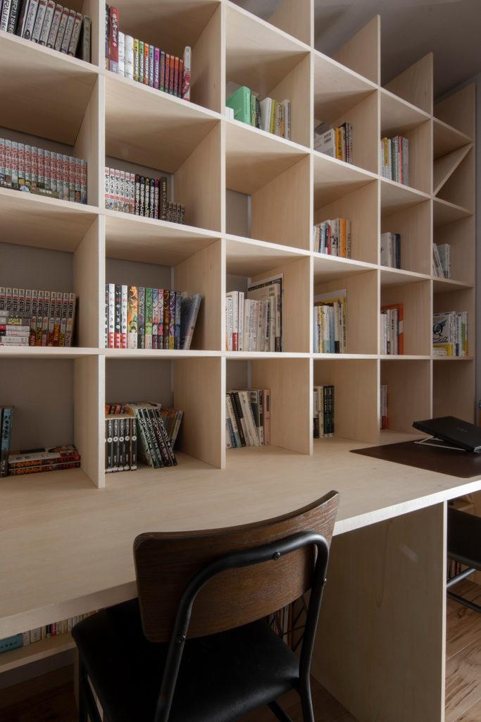 リビングと仕切られた静かな部屋に   カウンター付き本棚 / Shelf (No.38)   マルゲリータ使用例