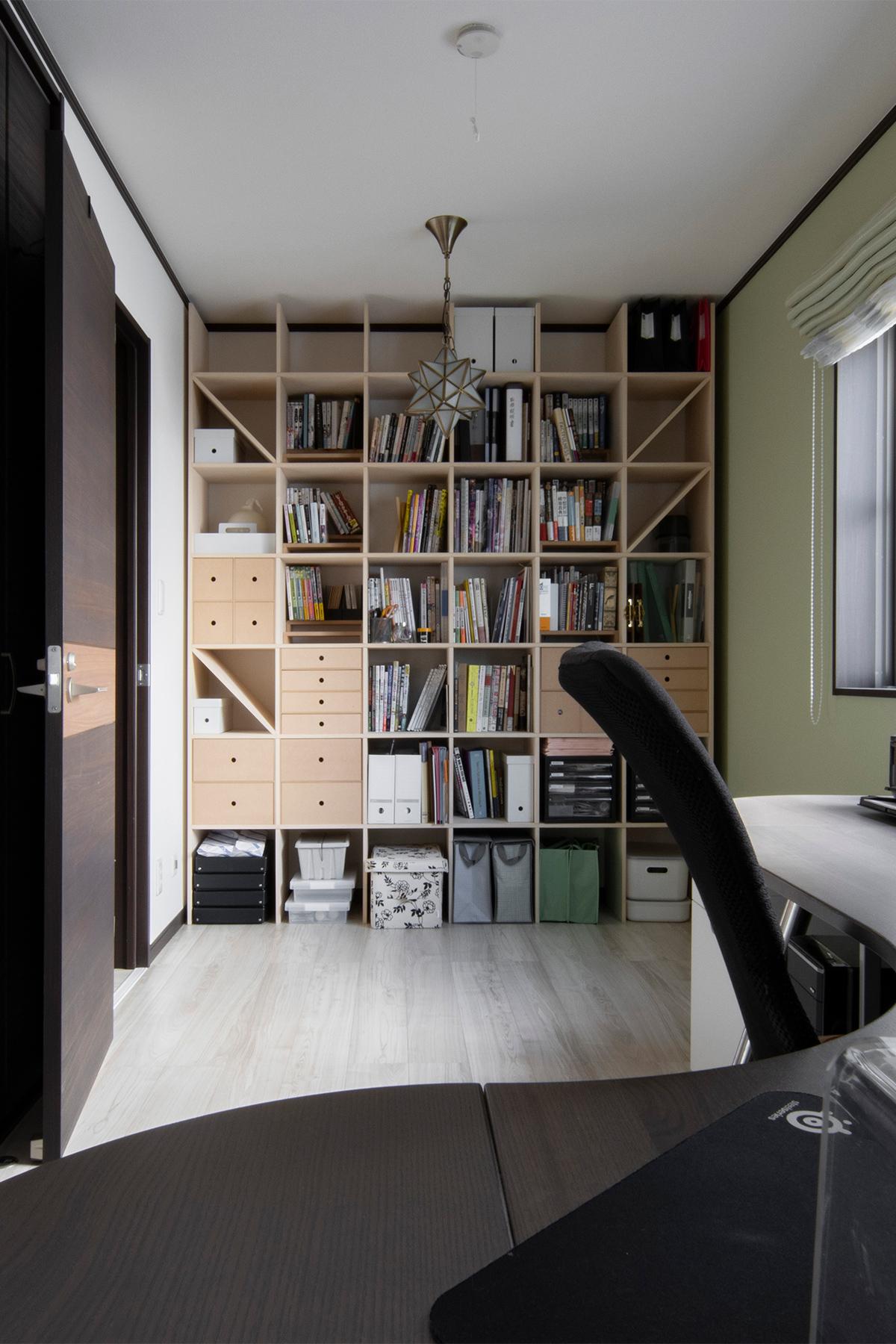 仕事部屋の一面に | 壁一面の本棚 奥行350mm / Shelf (No.110) | マルゲリータ使用例