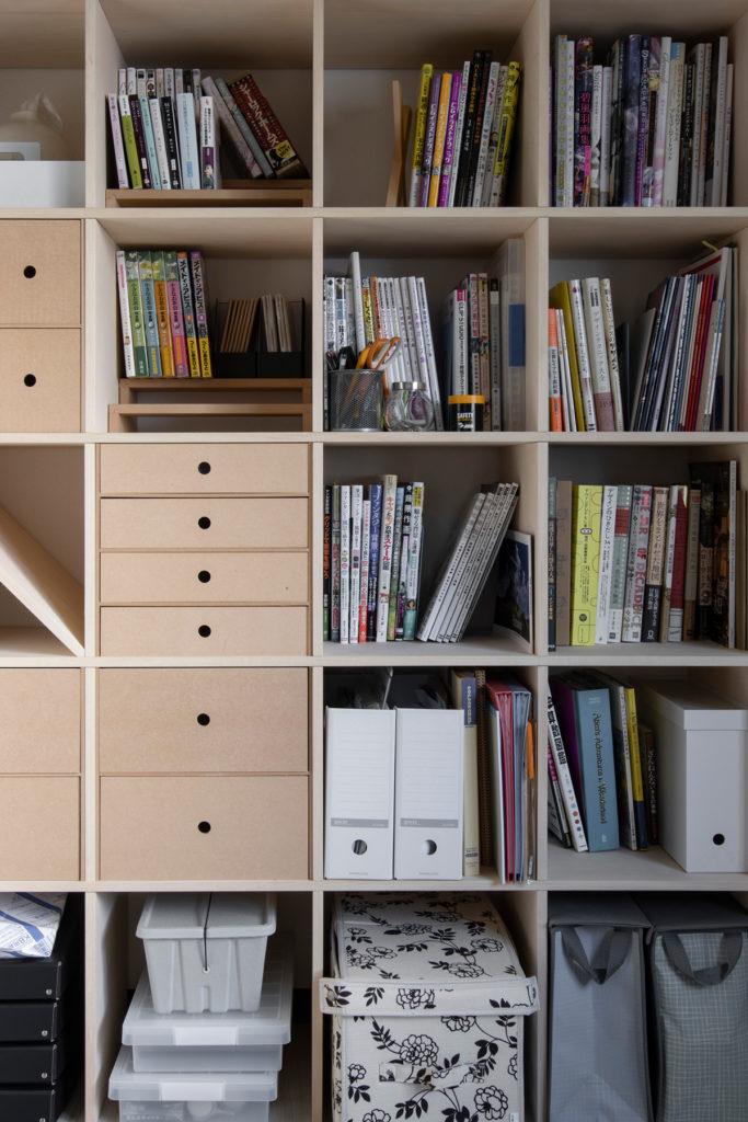 仕事部屋の一面に   壁一面の本棚 奥行350mm / Shelf (No.110)   マルゲリータ使用例